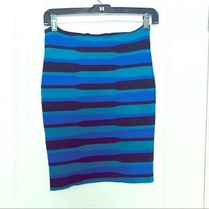 Turquoise, Cobalt & Black Striped optical illusion